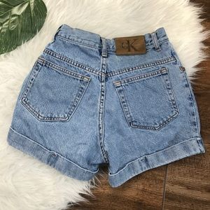 Calvin Klein • Vintage High Rise Mom Jean Shorts